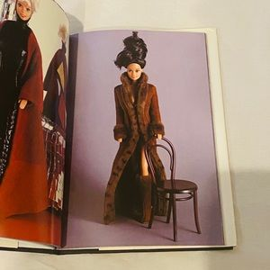 Universe of Fashion: Barbie table book